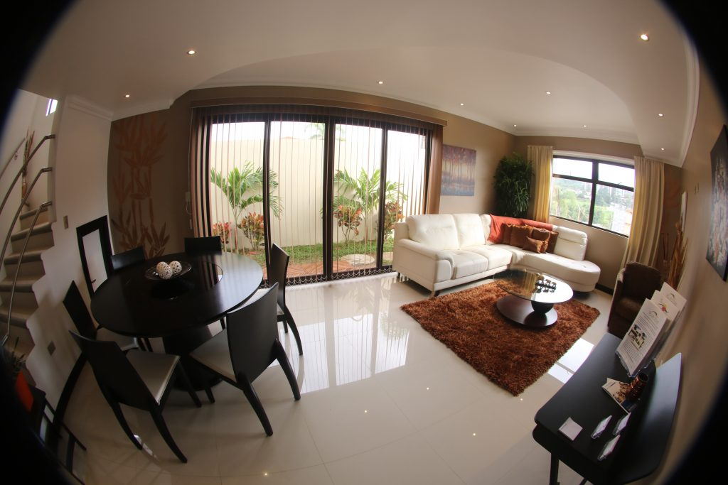 Riverstone casas independientes de 3 habitaciones for Casas decoradas x fuera